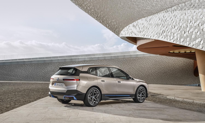 Trasera del BMW iX standard