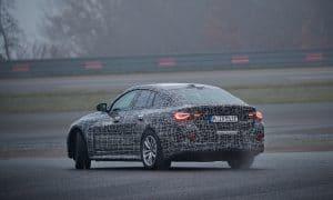 BMW i4 camuflado