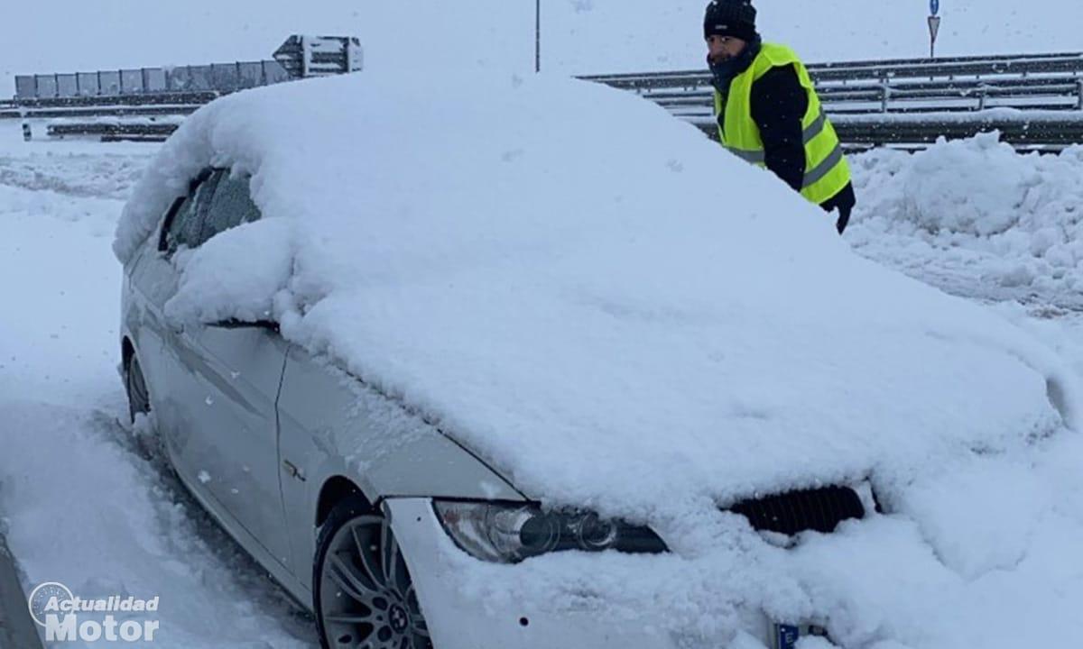 Coche atrapado nieve Filomena