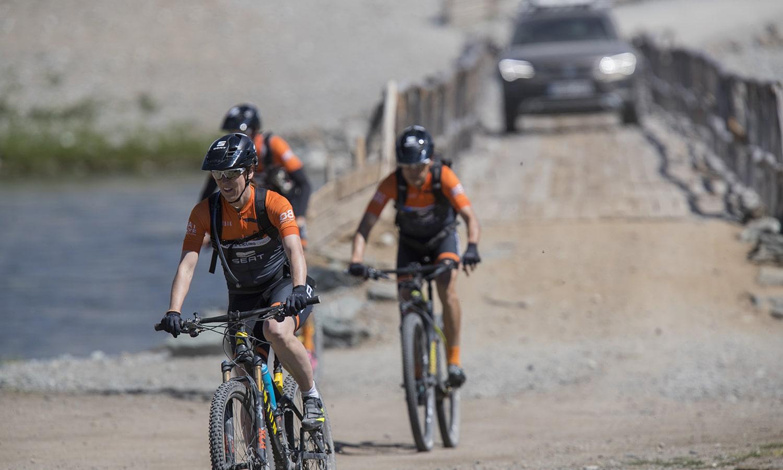 Normativa adelantar ciclistas DGT