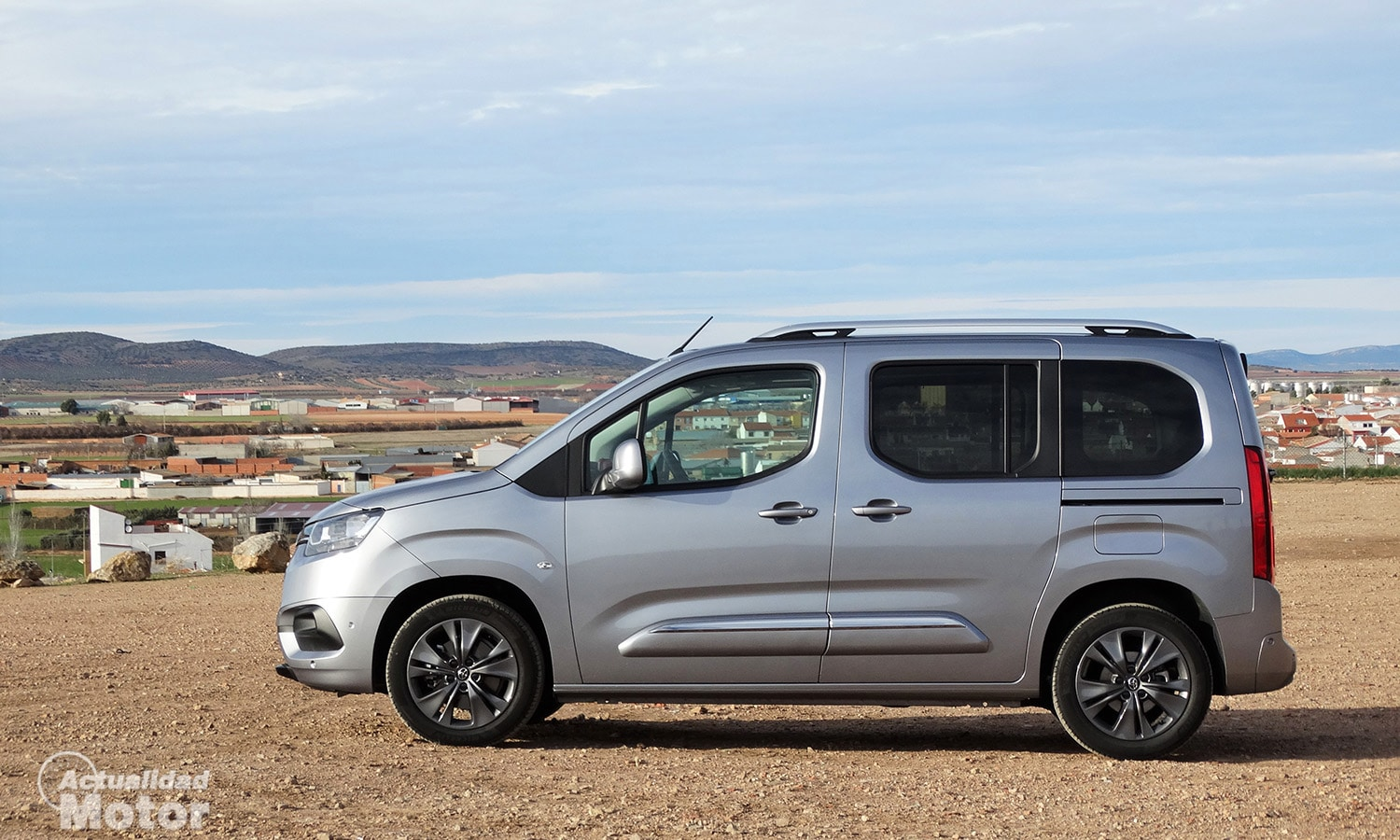 Lateral Toyota Proace City Verso