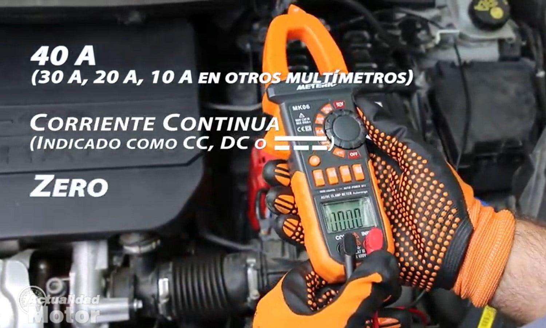 Configura el multímetro para localizar fugas de corriente en la batería del coche