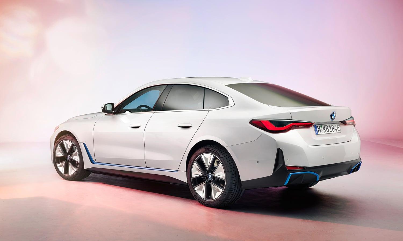BMW i4 perfil trasero