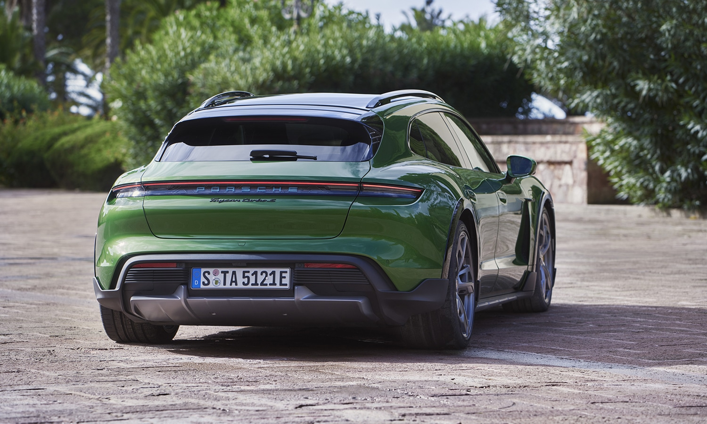 Porsche Taycan Cross Turismo trasera