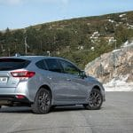Prueba Subaru Impreza híbrido perfil trasero