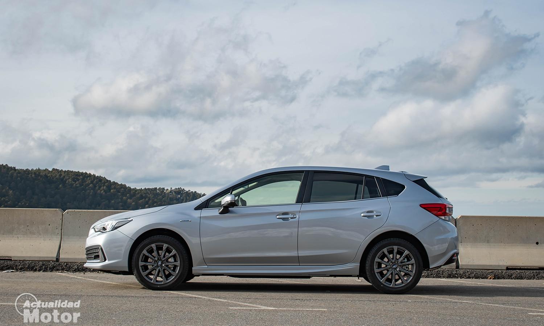 Prueba Subaru Impreza híbrido lateral