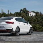 Prueba Hyundai i30 Fastback N Line perfil trasero