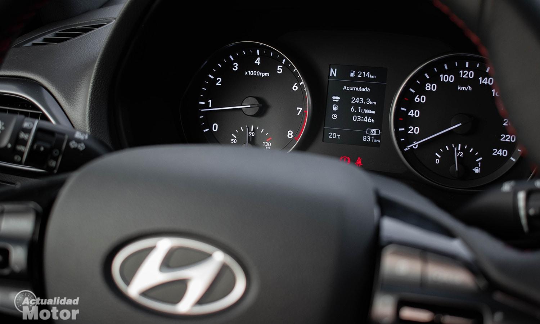 Prueba Hyundai i30 Fastback cuadro instrumentos