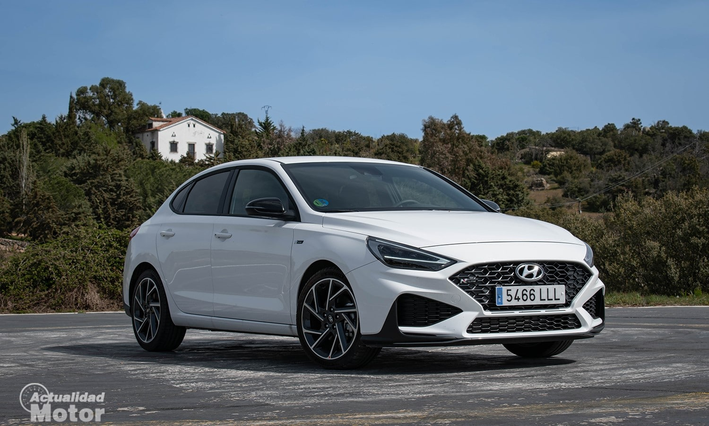 Prueba Hyundai i30 Fastback perfil delantero