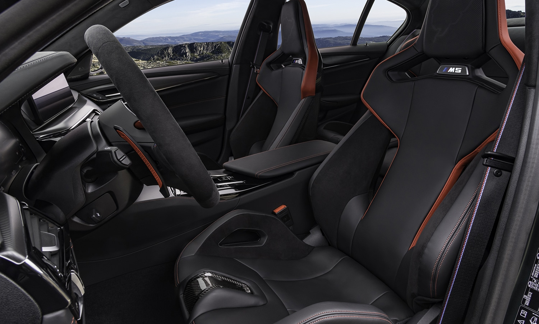 BMW M5 CS asientos delanteros