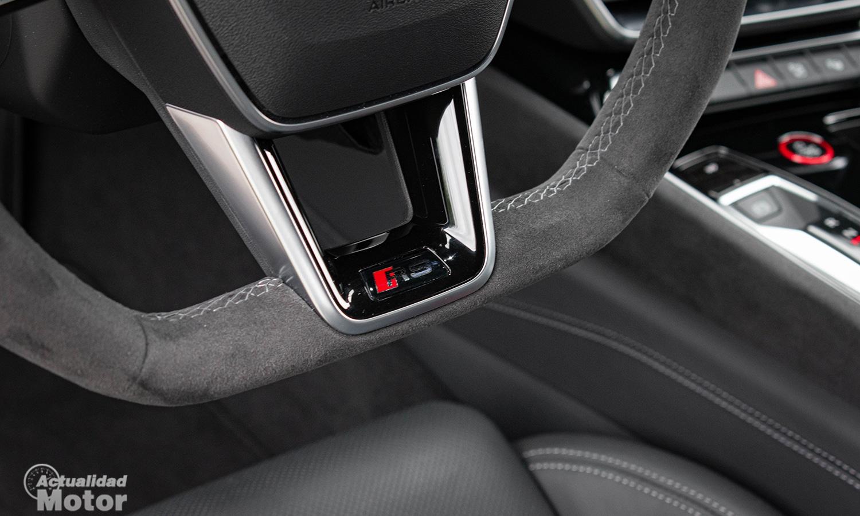 Prueba Audi RS e-tron GT volante alcantara