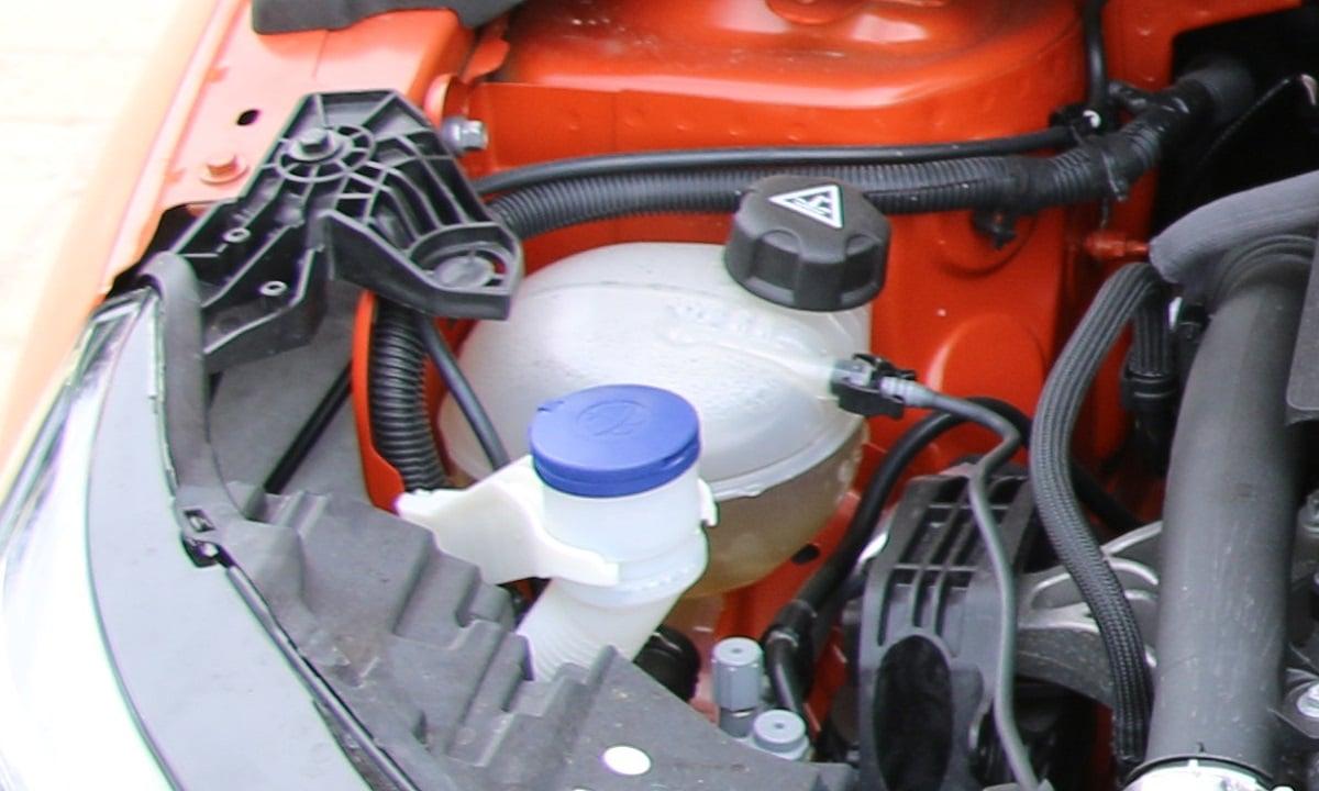 El nivel de anticongelante bajo causa que el coche se caliente