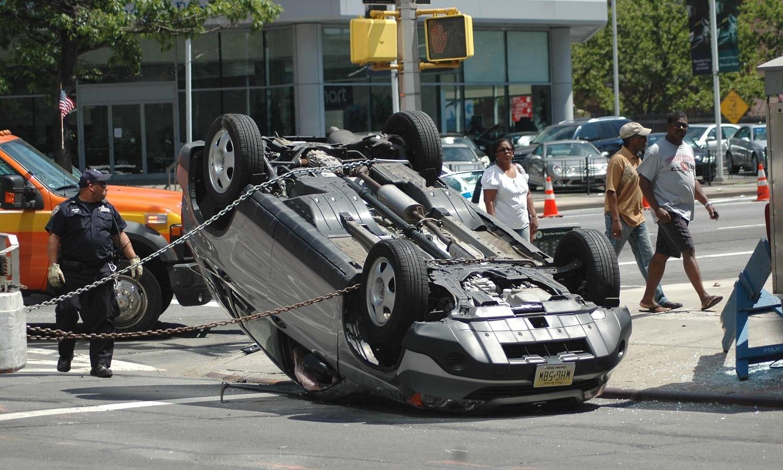 Aunque sea a terceros mejor fíjate en que tenga seguro del conductor