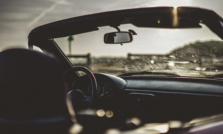 Limpiar parabrisas coche