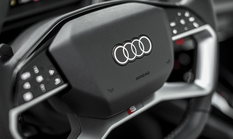 Prueba Audi Q4 e-tron volante táctil