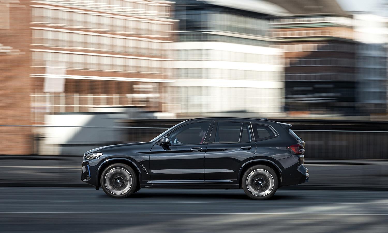 BMW iX3 lateral