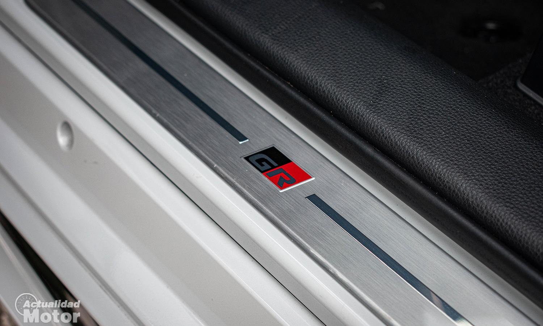 Detalle Toyota GR Sport puerta